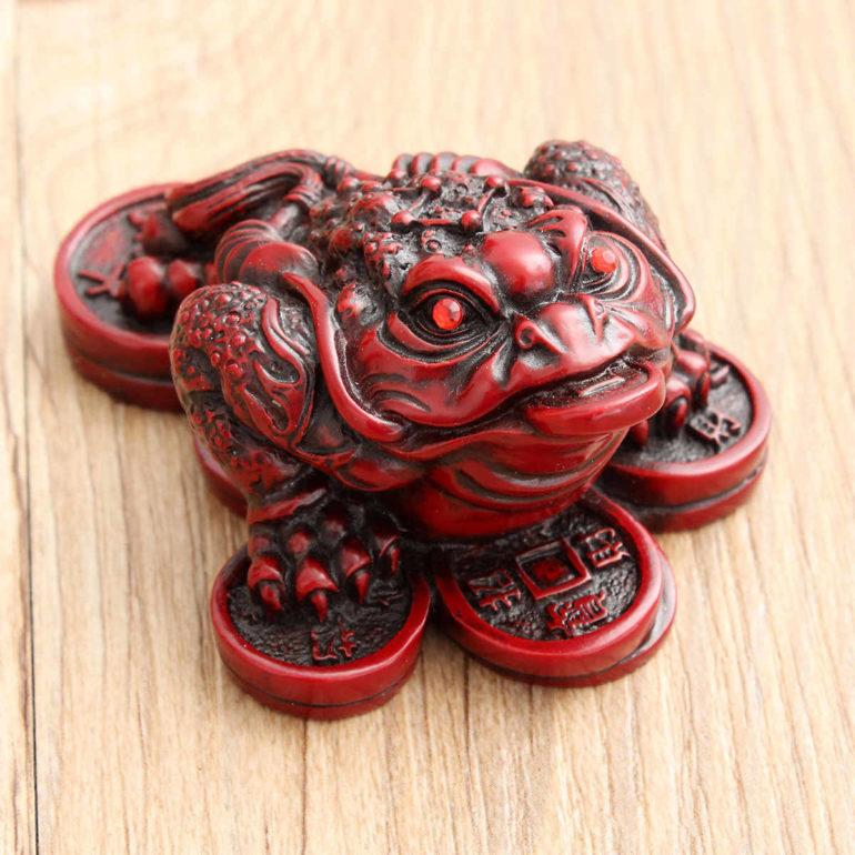 Китайская лягушка фэншуй: зачем она нужна и куда ее ставить?