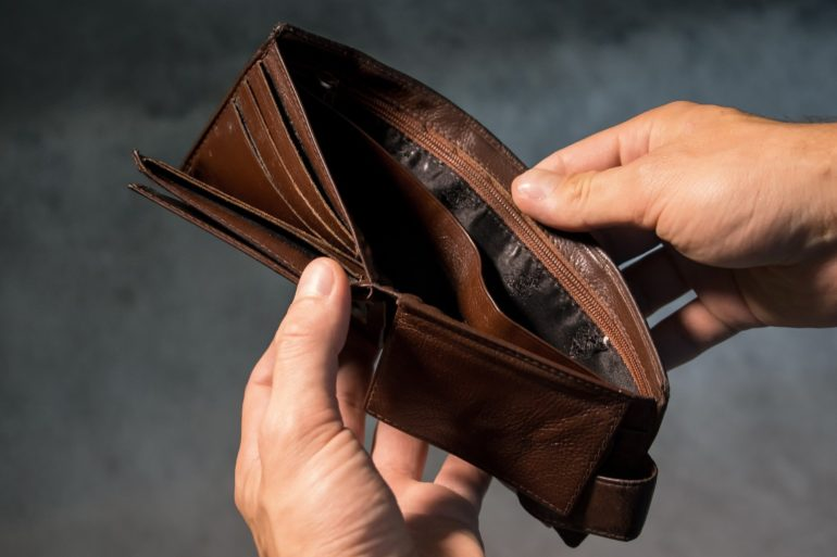 Как поменять негативные установки и привлечь денежное благополучия с помощью молитв иаффирмаций
