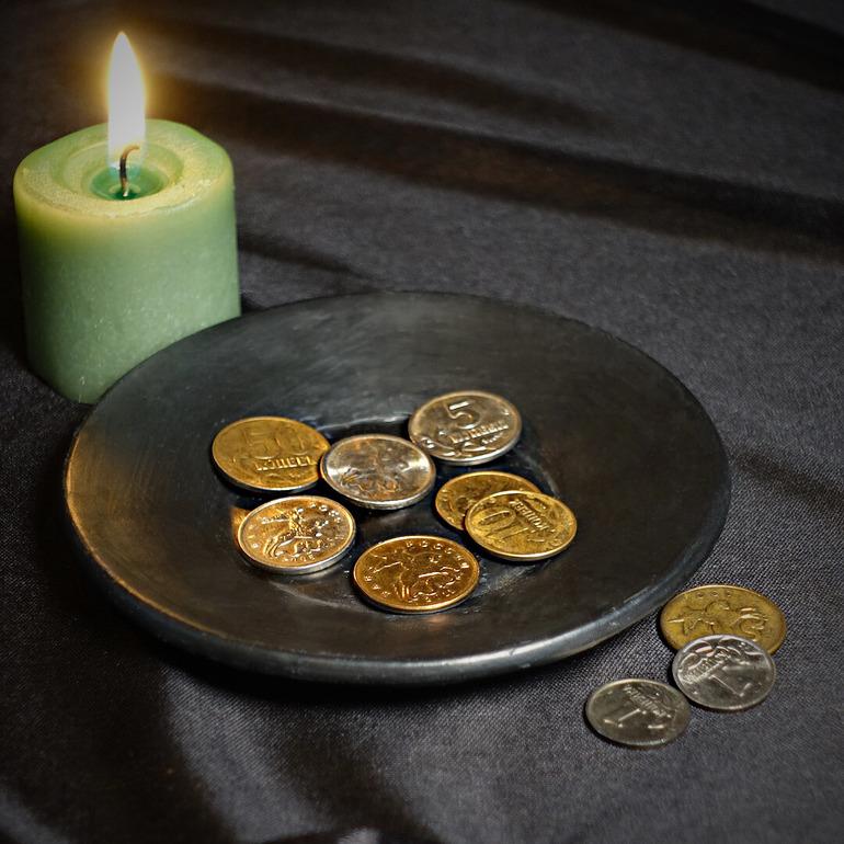 Свеча и деньги
